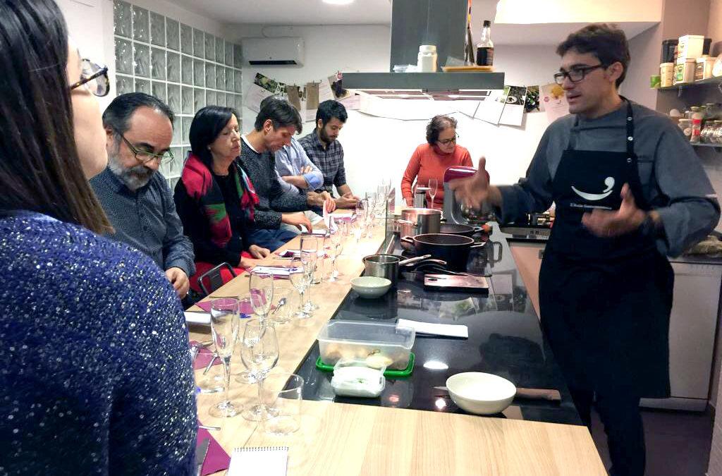 Els tallers de cuina, una alternativa als tradicionals sopars d'empresa