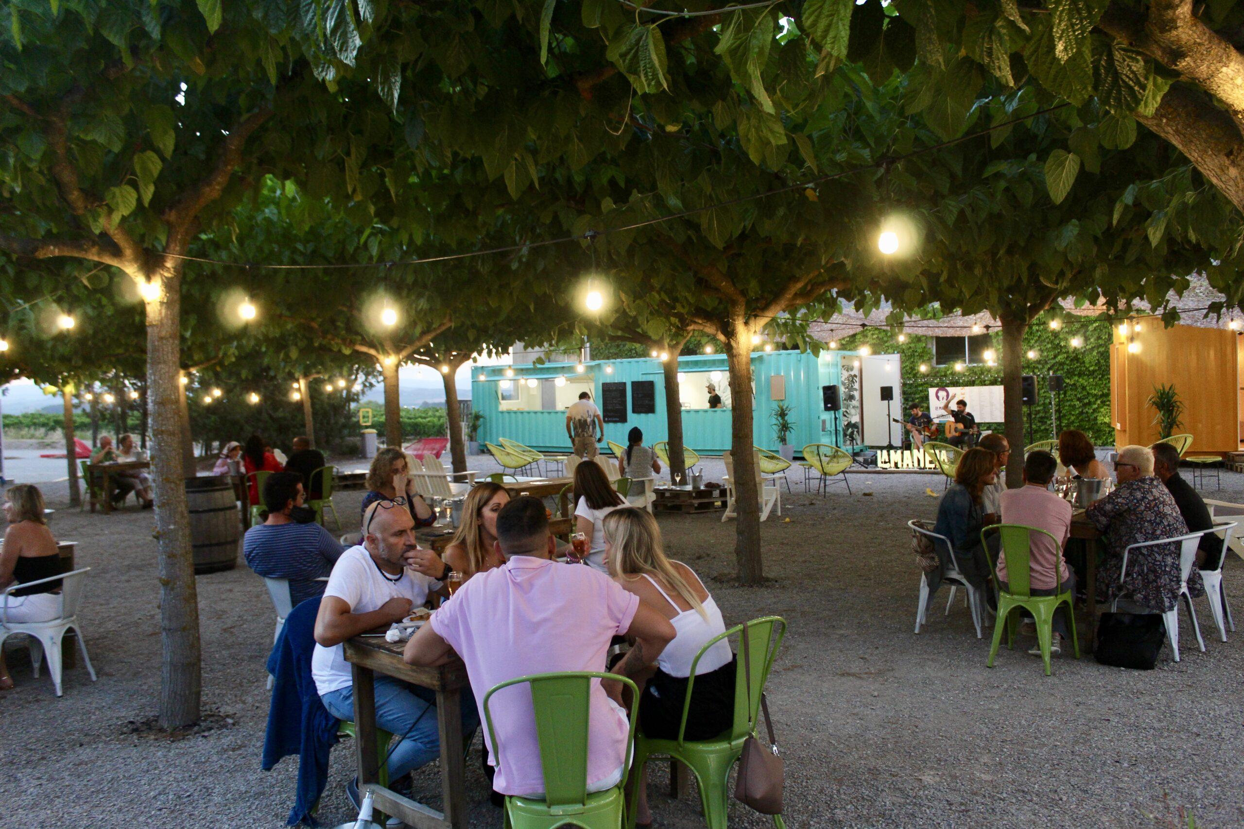 La Manela by Artcava, nits d'estiu entre vinyes a Masia Can Batlle